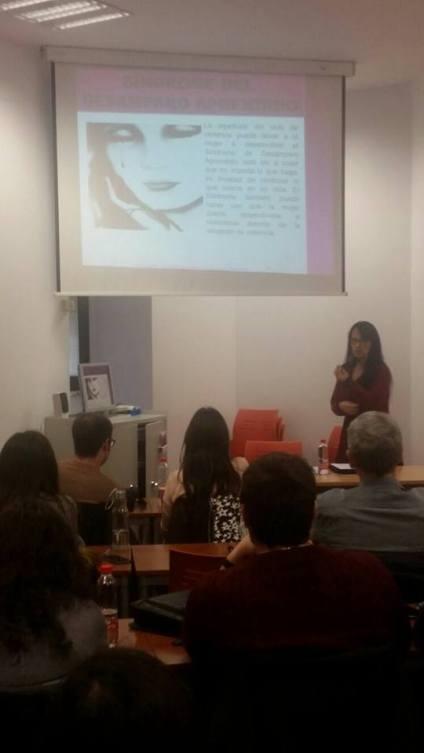 *Roberta Lídice: Profesora Conferenciante del Máster Universitario en Acceso a la Abogacía en la Universidad de Castilla-La Mancha (UCLM) - España.. Dictando clase en el Máster Universitario en Acceso a la Abogacía de la Universidad de Castilla-La Mancha (UCLM). De la Inclusión de la Mutilación Genital Femenina en la LO 1/2004 - España: La Inclusión de la Mutilación Genital Femenina en la Ley Orgánica 1/2004, de 28 de diciembre, de Medidas de Protección Integral contra la Violencia de Género en España será un gran avance al que se refiere a la protección de las mujeres y niñas que son sometidas a esta práctica tradicional nociva, que refleja una forma de discriminación y que viola los derechos humanos inherentes a todos, pudiendo perjudicales gravemente al interferir en el desarrollo natural de las funciones de su organismo, llegando a causar en algunos casos la muerte de la víctima por infección en razón de dicha práctica