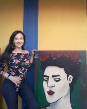 """""""Cada (tic-tac) es un segundo de la vida que pasa, huye, y no se repite. Y hay en ella tanta intensidad, tanto interés, que el problema es solo saberla vivir(…)"""" – Frida Kahlo ¡Feliz y bendecida semana para todos! Roberta Lídice 🌺📕"""