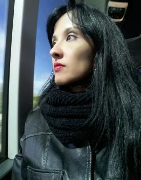 «No permitas que las opiniones ajenas silencien tus talentos y la capacidad de perseverar con trabajo duro y sacrificado para lograr sueños y metas. Así que, el reconocimiento de su esfuerzo y de la labor que se ha desarrollado, no tiene precio, pero sí valor». Roberta LÍDICE. *Pensador: https://www.pensador.com/autor/roberta_lidice/ *Foto: Roberta Lídice en Castilla-La Mancha, España.