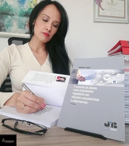 """*LANÇAMENTO maio/2021 Disponível na Livraria Bosch, assim como nas principais livrarias do Brasil e da Espanha, com envios nacionais e internacionais:""""O CONTRATO DE ADESÃO COMO INSTRUMENTO REGULATÓRIO NAS RELAÇÕES CONSUMERISTAS E EMPRESARIAIS""""- 2ª EDIÇÃO.Autora: Roberta LÍDICE.Editorial J.M. Bosch – Barcelona. Para obter mais informações, por favor, consulte os links indicados abaixo: .Info: Librería Bosch (Barcelona, ES): http://libreriabosch.com/Shop/Product/Details/46123_o-contrato-de-adeso-como-instrumento-regulatorio-nas-relaces-consumeristas-e-empresariais?e=1 .Leia as primeiras páginas: http://libreriabosch.com/media/public/doc/Lidice_ContratoAdes%C3%A3o_Resumen_Indice_Prefacio.pdf .Resenha: http://libreriabosch.com/media/public/doc/VID-20210511-WA0006.mp4 Boa Leitura! © ROBERTA LÍDICE"""